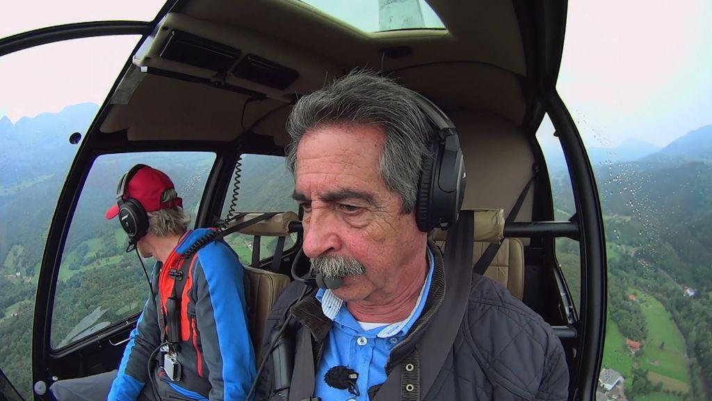 Solo Miguel Ángel Revilla puede cantar el himno de Cantabria desde un helicóptero