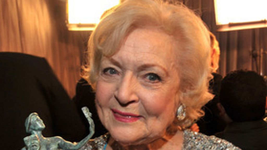 Betty White, con el premio del Sindicato de Actores de Hollywood.