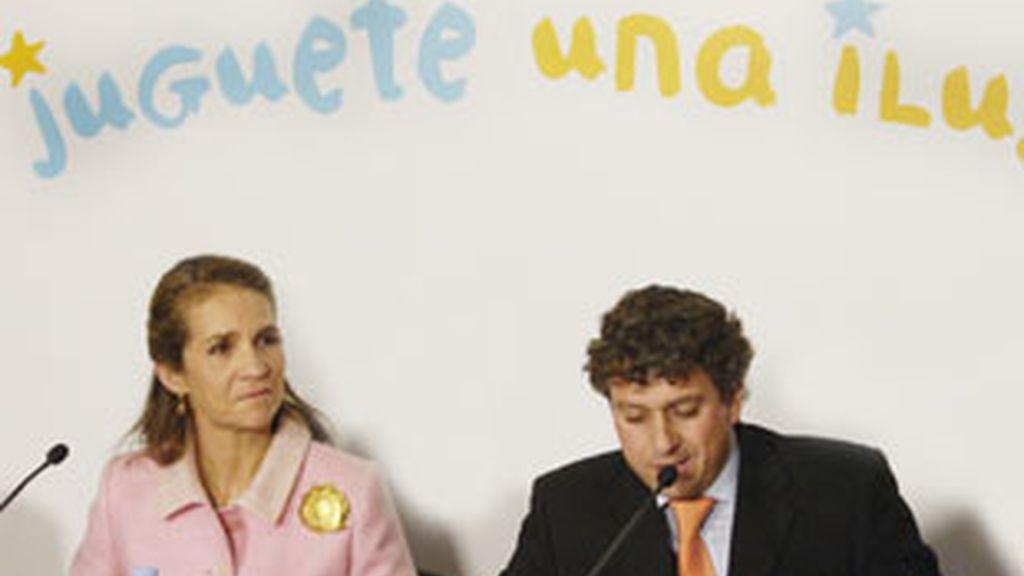 La Infanta Elena y Santiago González, director de RNE.