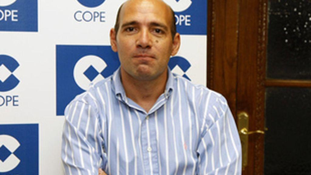 Juan Antonio Alcalá, conductor de 'El partido de las doce', de la Cope.