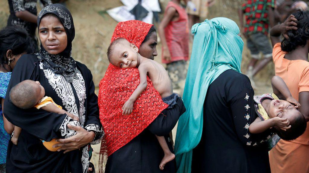 Los rohingya esperan ayuda en Bangladesh