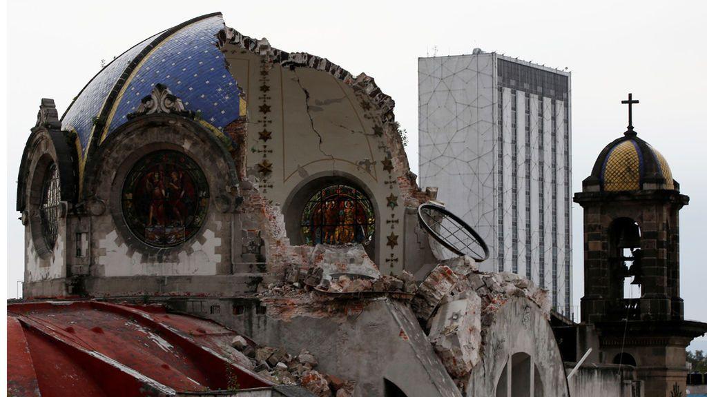 Los edificios siguen cayendo tras el terremoto en México