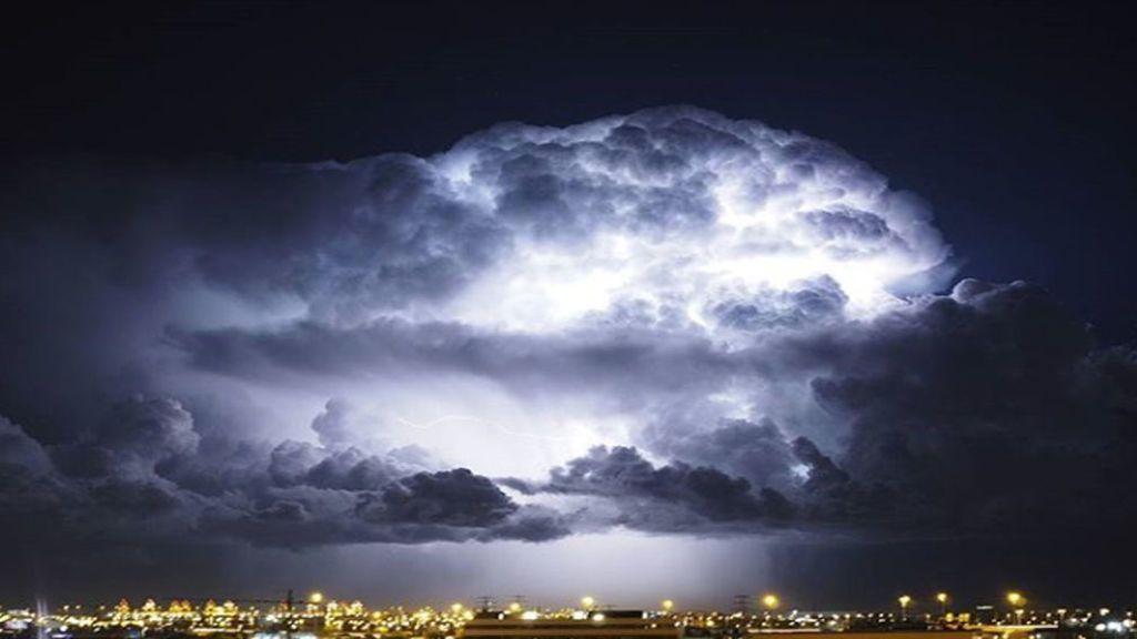 En imágenes: una tormenta casi perfecta en Cornellá de Llobregat