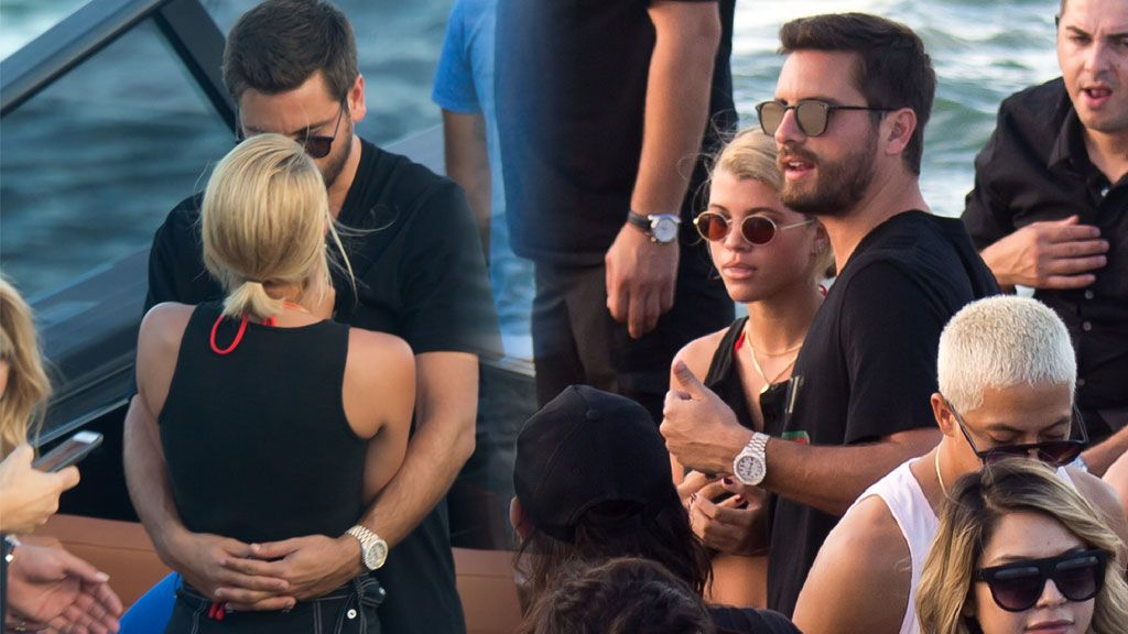 ¡Ya no hay duda! Sofia Richie y el ex de Kourtney Kardashian confirman rumores con un beso de película