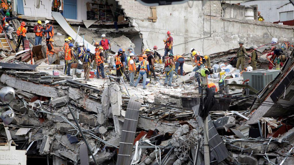 Elevan a 324 los fallecidos por el terremoto de México