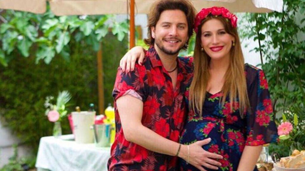 """Almudena Navalón y su foto con Chloe: """"Dándole el pecho a mi ratoncito"""""""