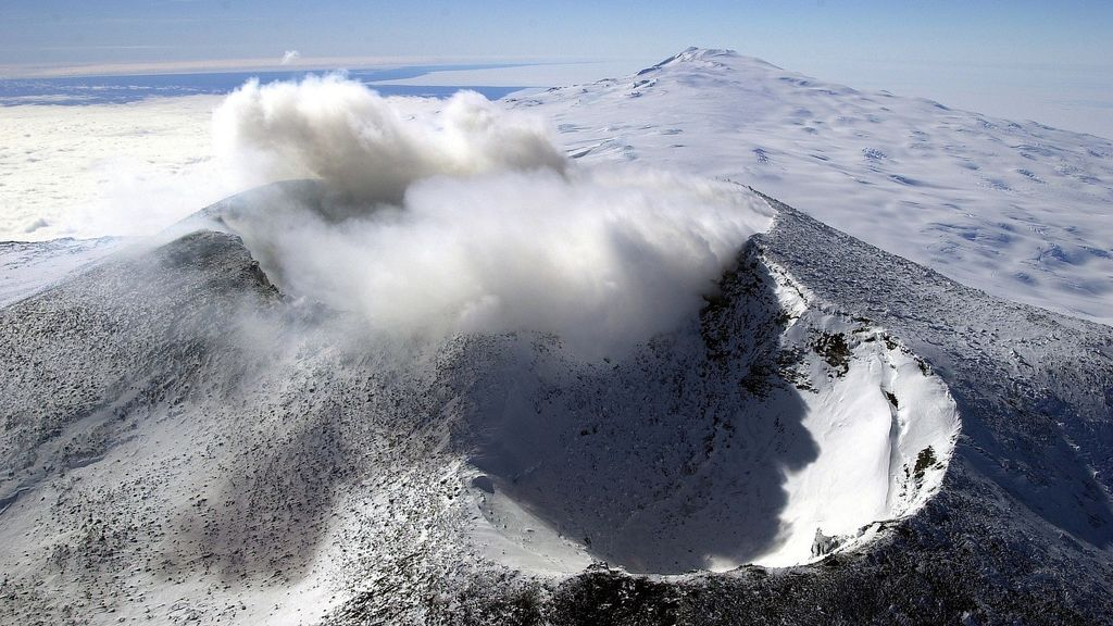 crater-79371_1920