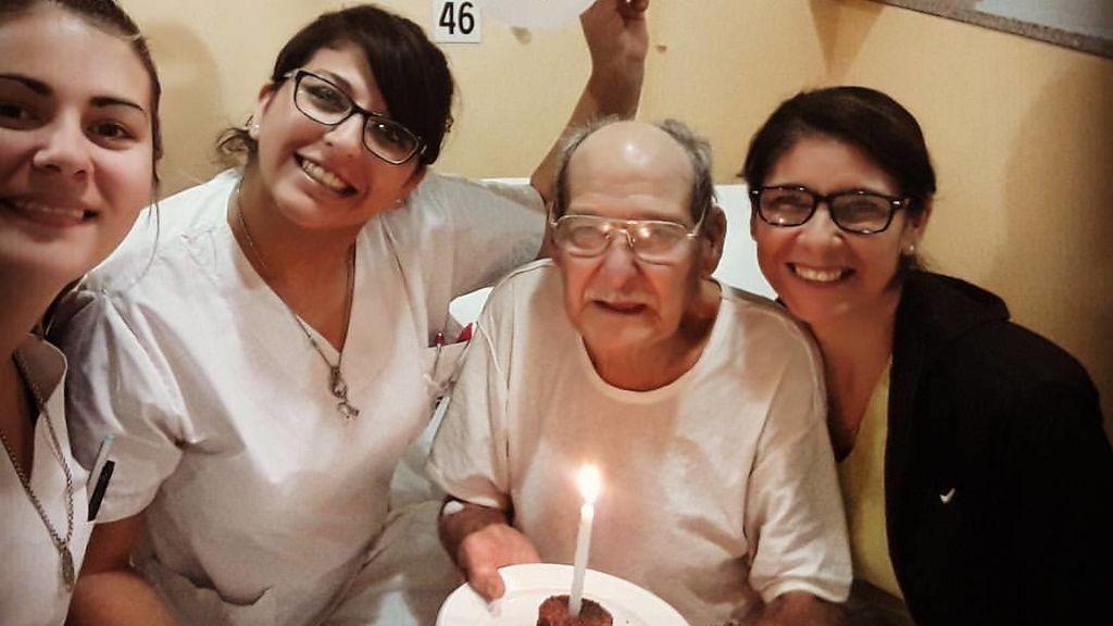 La emotiva razón por la que este anciano acudió a urgencias en su 84 cumpleaños
