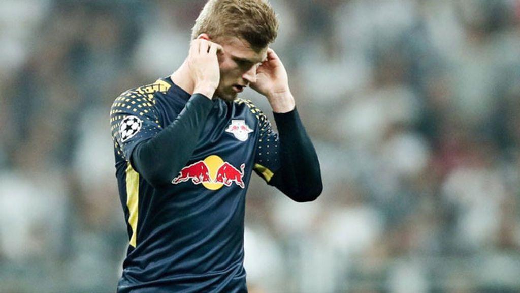Un delantero del Leipzig pide el cambio a la media hora porque no soporta el ruido de los aficionados del Besiktas