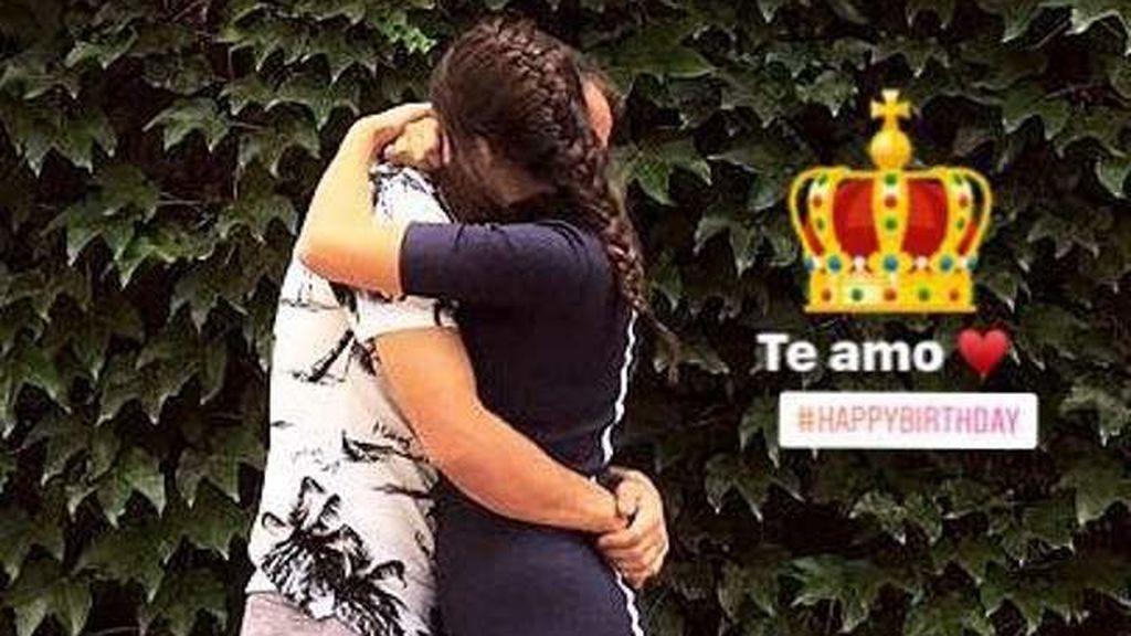 ¡Romance dentro del vestuario del Atlético de Madrid! Un futbolista sale con la hija del 'Mono Burgos'