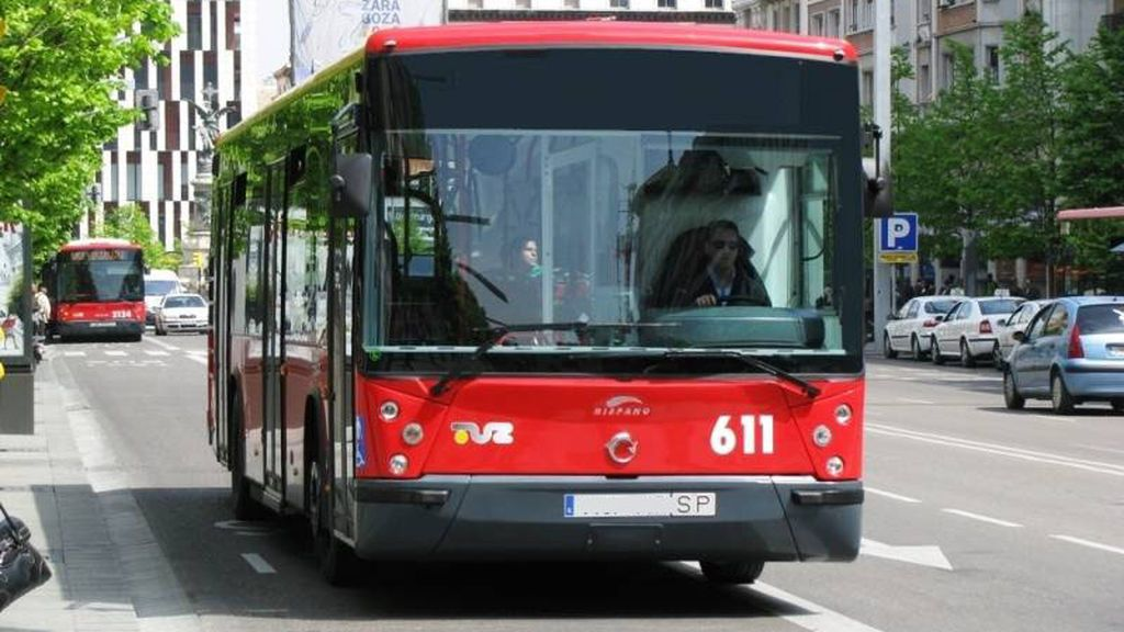 Un usuario que se negó a pagar en un autobús en Sevilla da un mordisco al conductor