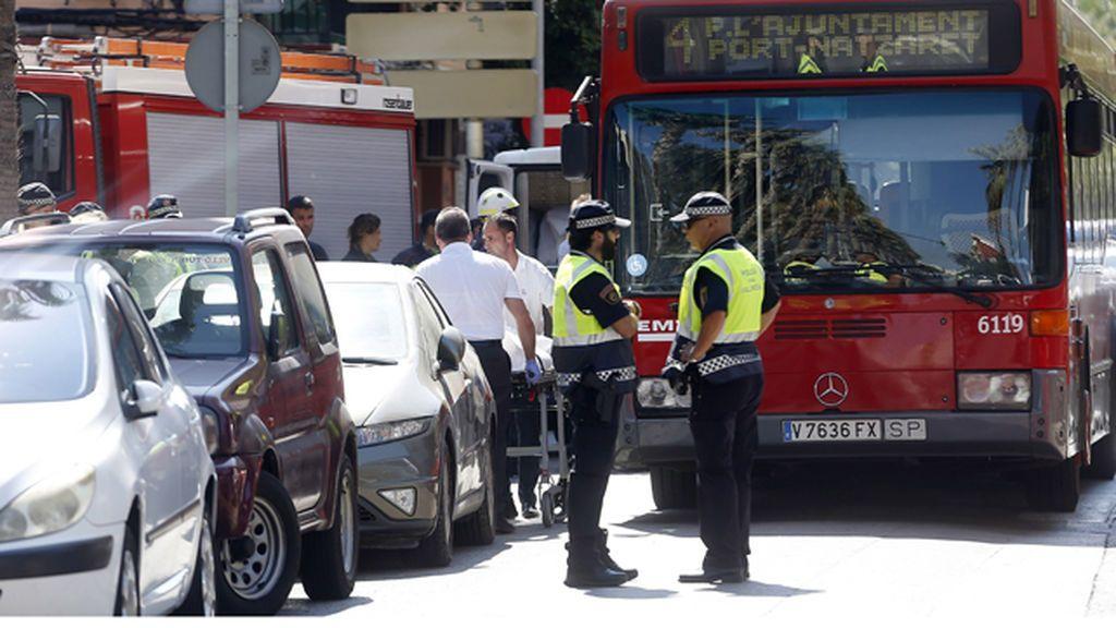 Fallece una mujer tras ser atropellada por un autobús de la EMT en Valencia