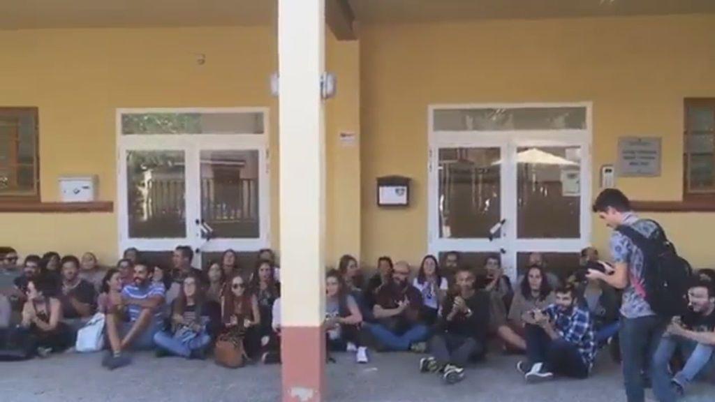 Sentada y petición de votar en un centro escolar de Espluga de Francolí