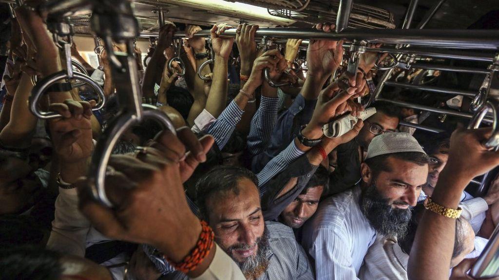 Quince muertos en una estampida en una estación de tren en Bombay