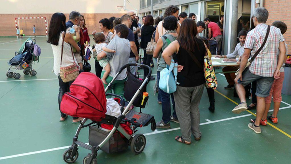 Reunión de padres de alumnos en la Escola de Diputación de Barcelona