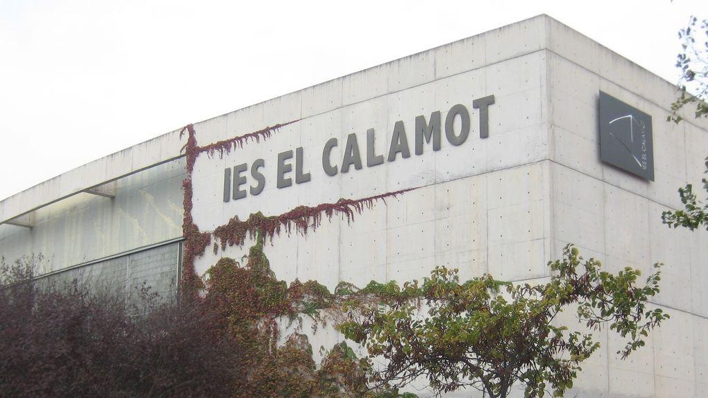 Lanzan una piedra contra un instituto de Gavà (Barcelona) que es punto de votación