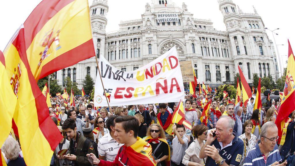 Decenas de personas se manifiestan en el centro de Madrid por la unidad de España