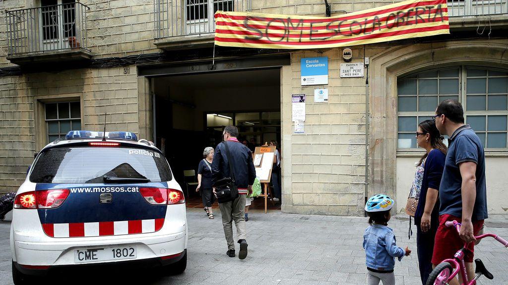 """Los Mossos advierten a las escuelas de que no podrán seguir abiertas si no dan """"servicio público"""""""