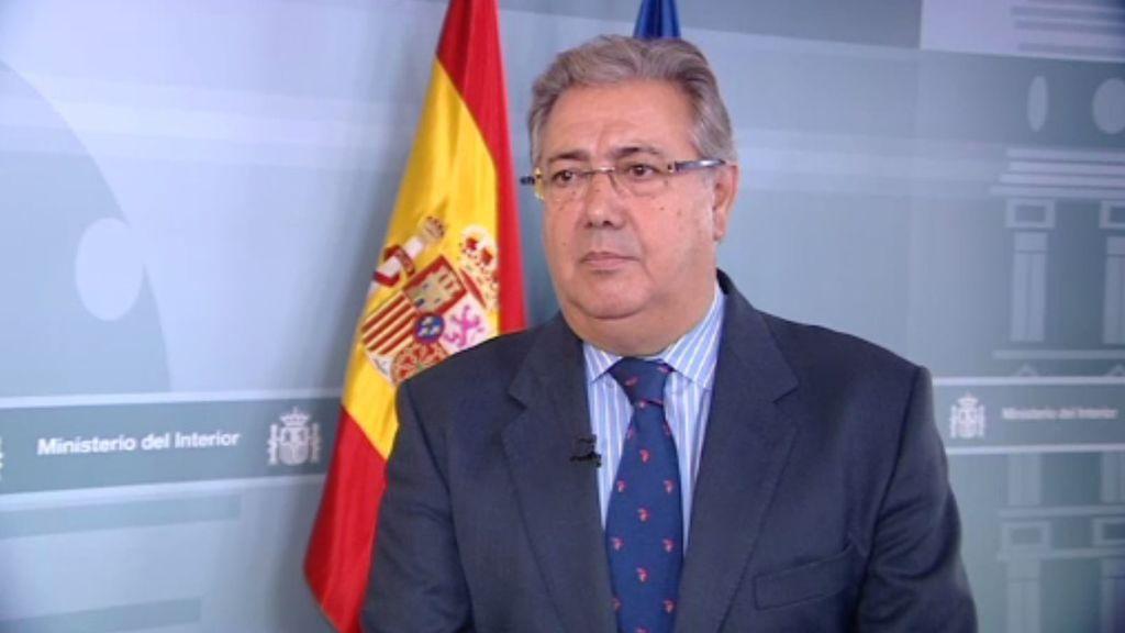 """Zoido insta a Puigdemont a abandonar el """"paripé"""" que """"traiciona la voluntad de los catalanes"""""""