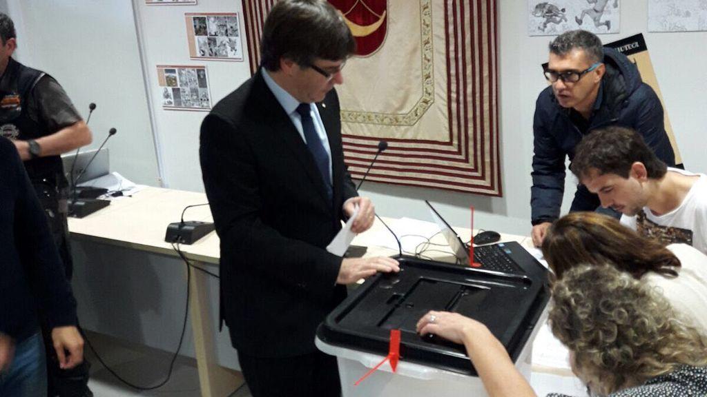 Referéndum 1-O: Puigdemont vota en Cornellà de Terri