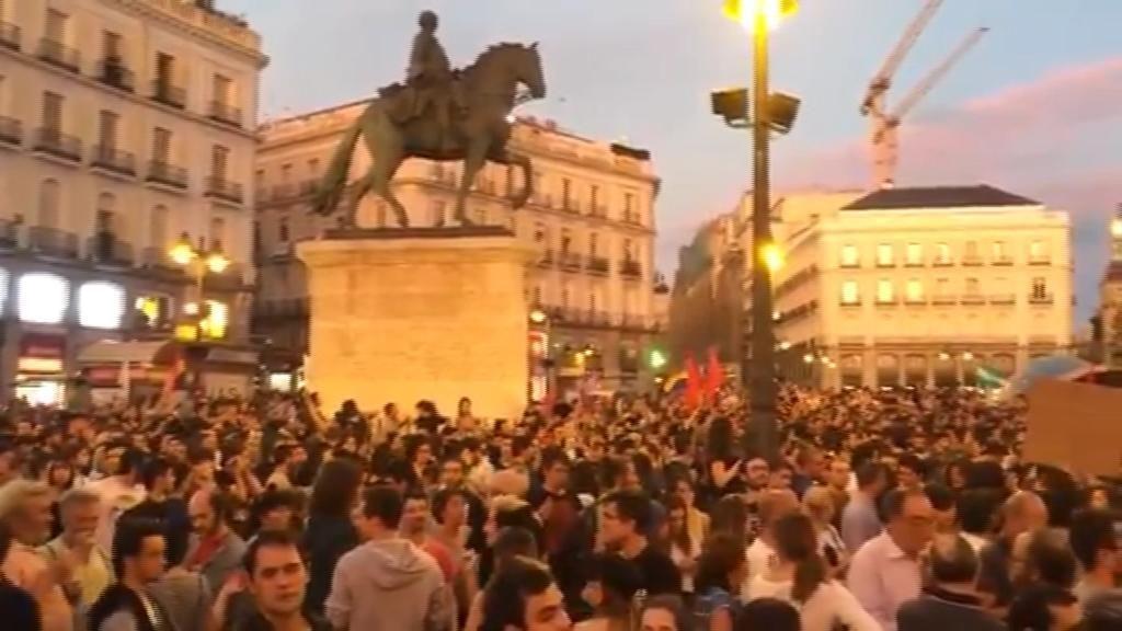 Un detenido y tres personas heridas con contusiones leves en la concentración de Madrid en apoyo a Cataluña