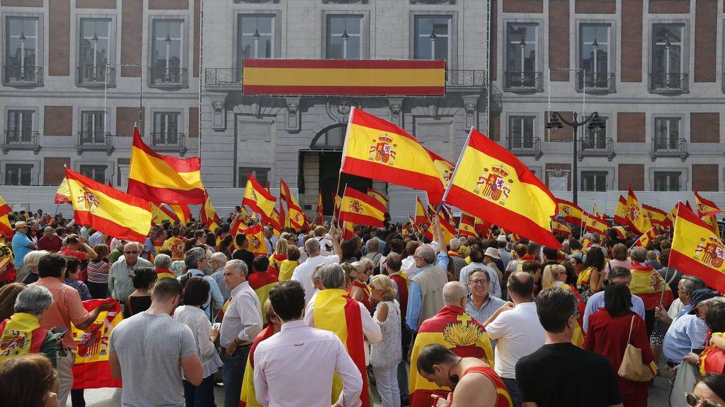 Centenares de personas se concentran en la Puerta del Sol por la unidad de España