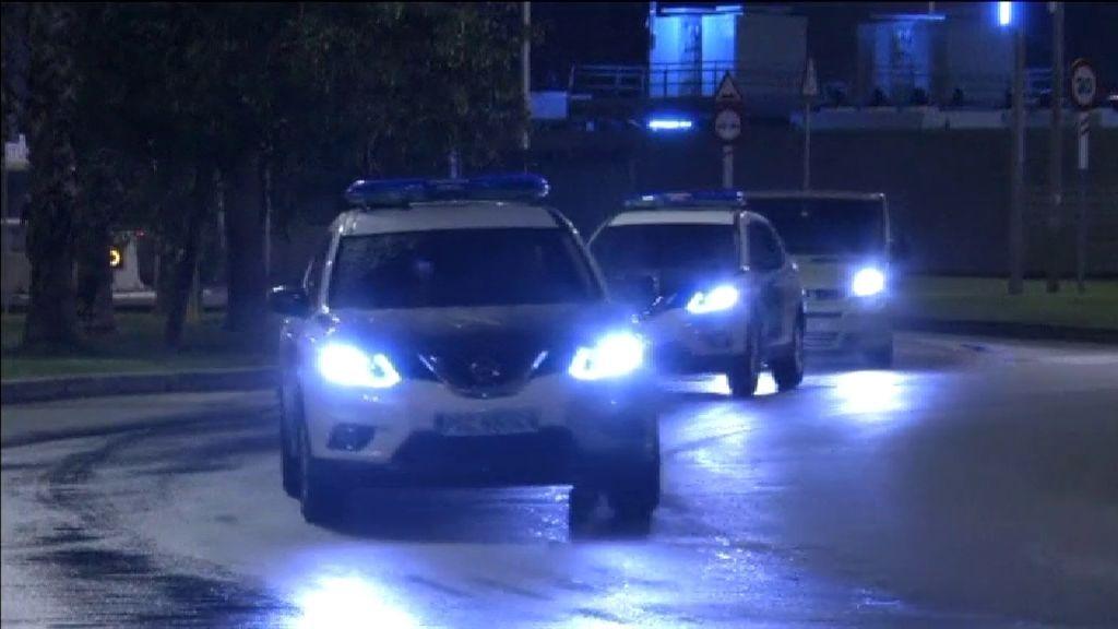 Desfile de vehículos de la Policía y la Guardia Civil en el Puerto de Barcelona