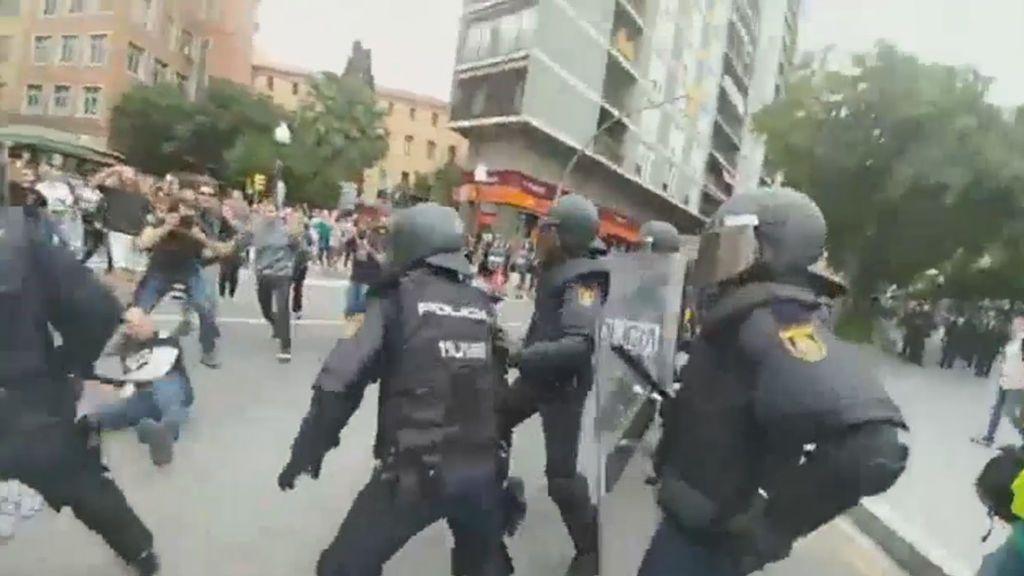 El presidente de ERC en Tarragona, herido en una carga policial contra el referéndum