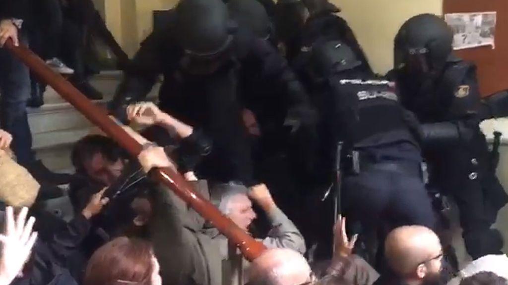 Referéndum 1-O: Desalojo violento en el Instituto Pau Claris de Barcelona