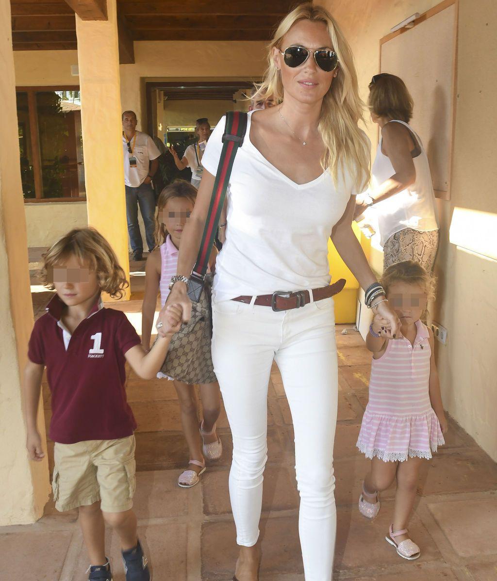 Al tenis se va en familia: Carolina Cerezuela, Daniela, Carla y Carlos, emocionados por ver ganar a 'papá Moyá'