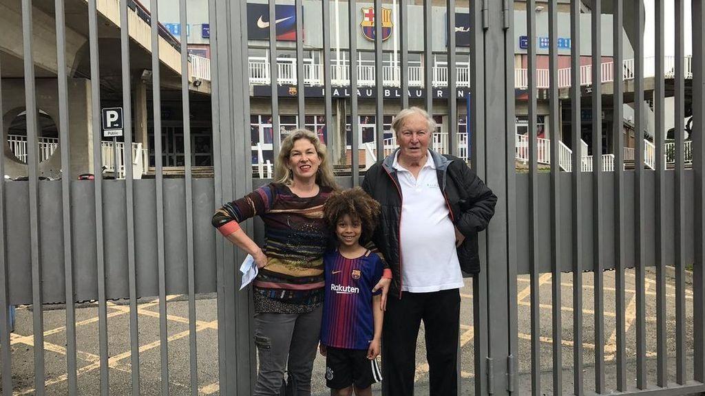 Una familia australiana compró entradas hace 3 meses para ver a Neymar y se han quedado fuera del Camp Nou