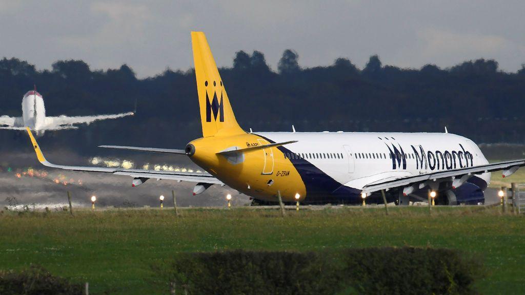 Monarch Airlines cesa sus operaciones y deja a 110.000 clientes en el extranjero