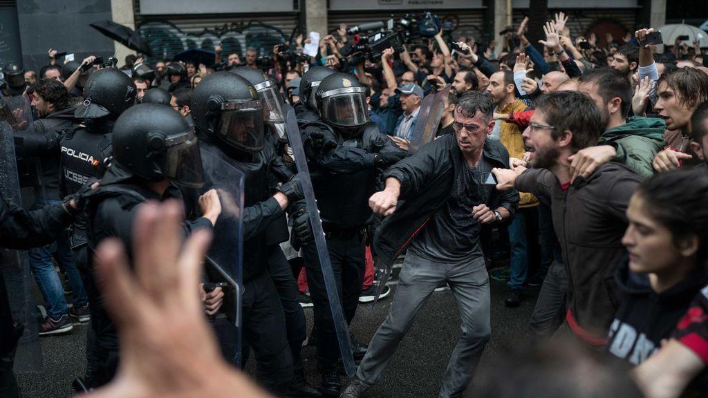 Interior asegura que 431 policías y guardias civiles resultaron heridos en el 1-O