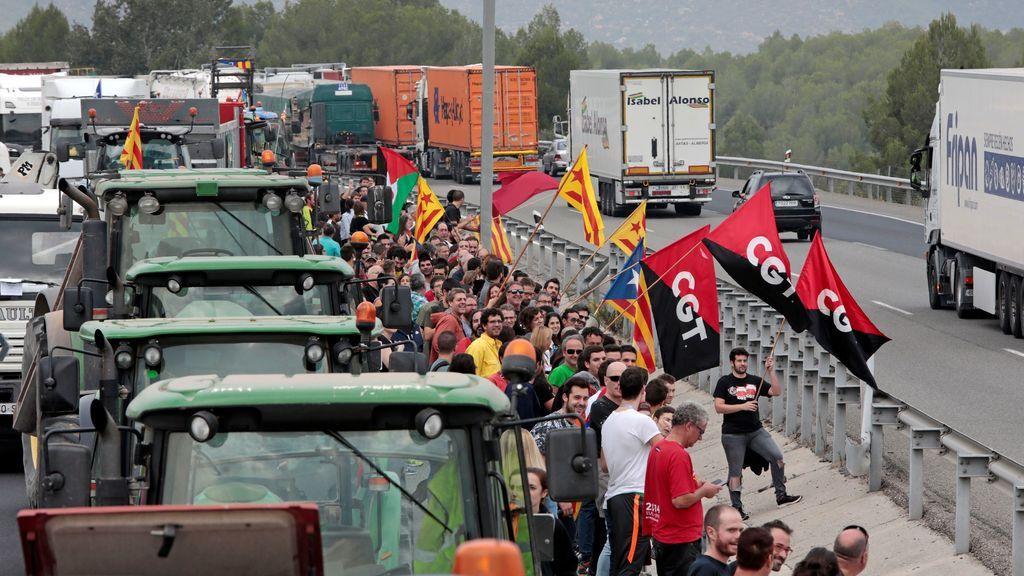 Los cortes de tráfico protagonizan la huelga general en Cataluña