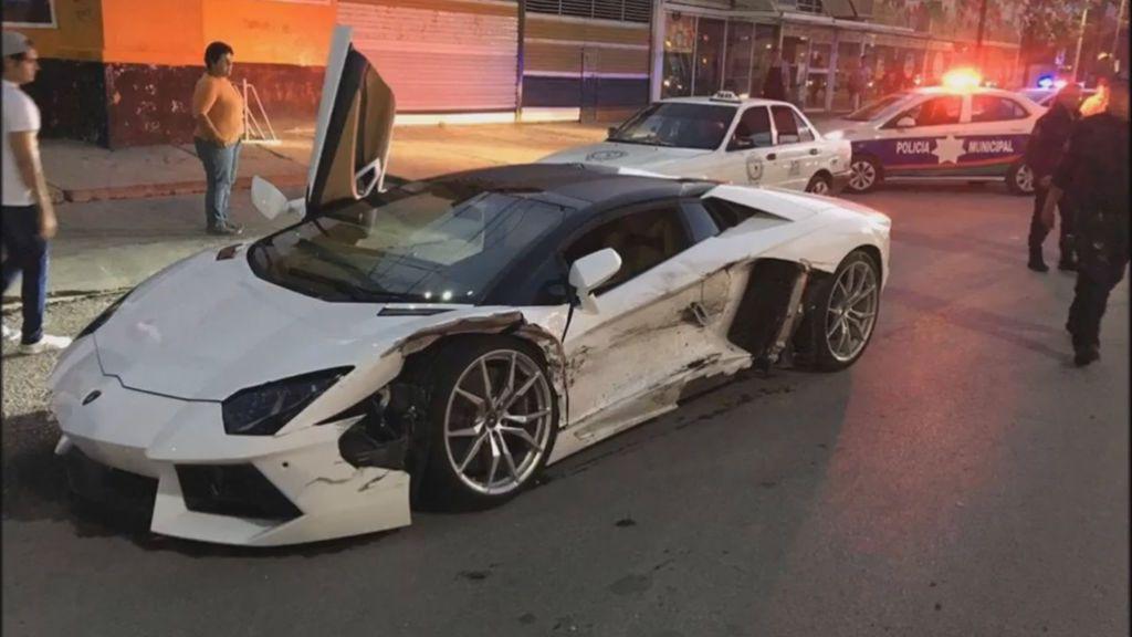 La sorprendente reacción del dueño de un Lamborghini tras un choque con un taxi