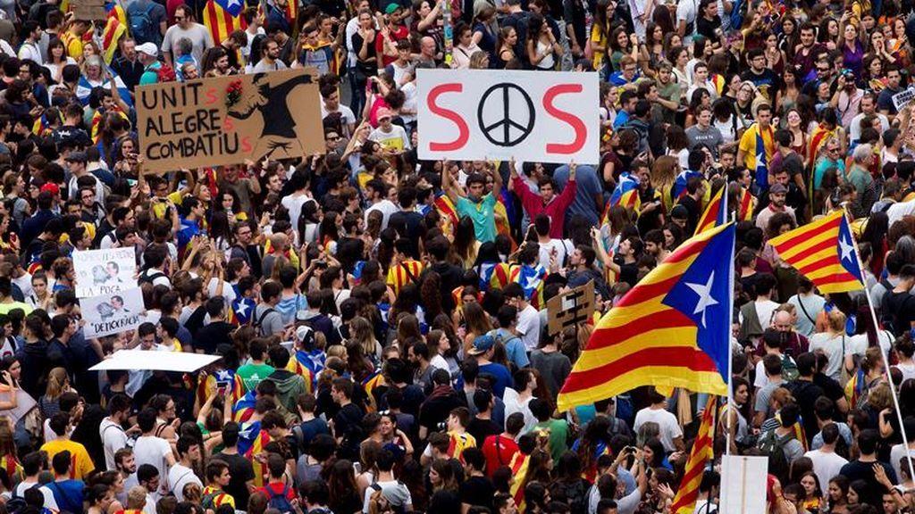 Los barceloneses toman la calle como protesta por las actuaciones policiales del 1-O