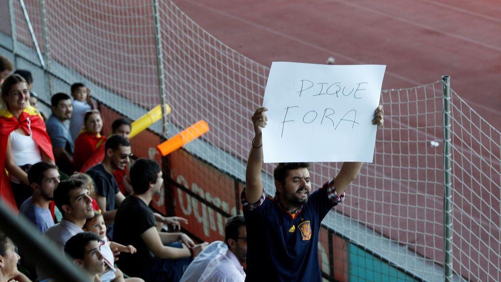 La contradicción de los hinchas de España que insultan a Piqué que arrasa en redes