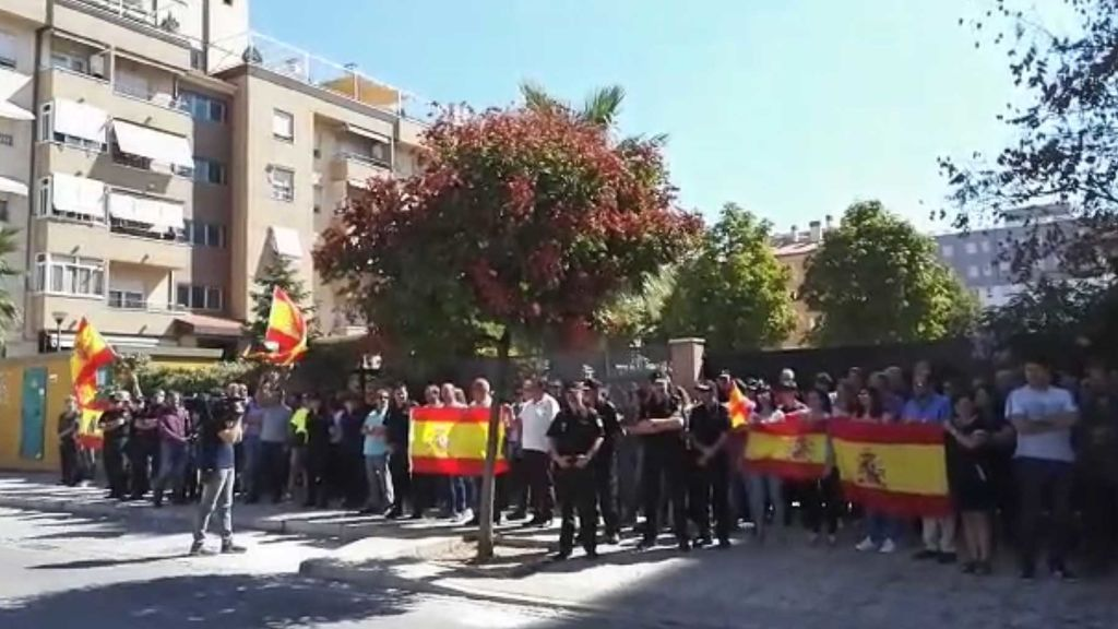 La policía se concentra a las puertas de las Comisarías en apoyo a los agentes increpados en Cataluña