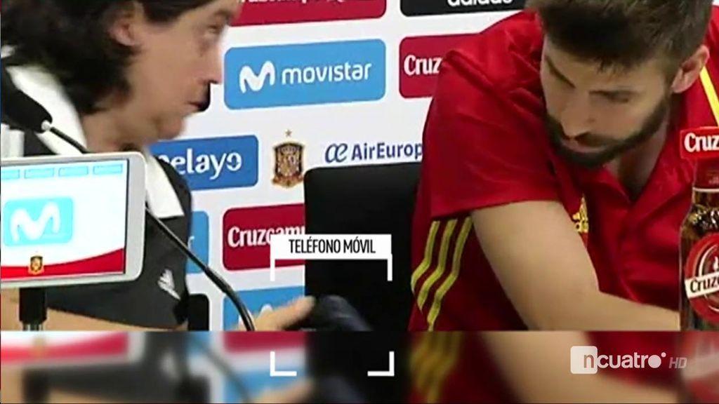"""Momentazo entre la jefa de prensa y Piqué por la última pregunta: """"Si llegamos tarde a comer, yo lo asumo"""""""