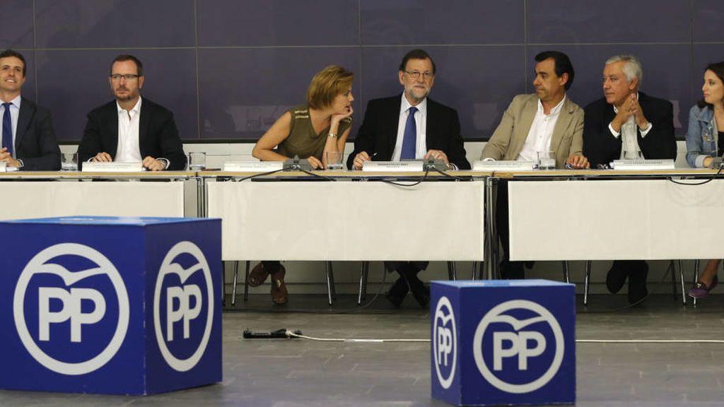 """Malestar y desánimo en cargos del PP por ir """"a rebufo"""" y no """"liderar"""" la batalla contra Puigdemont"""