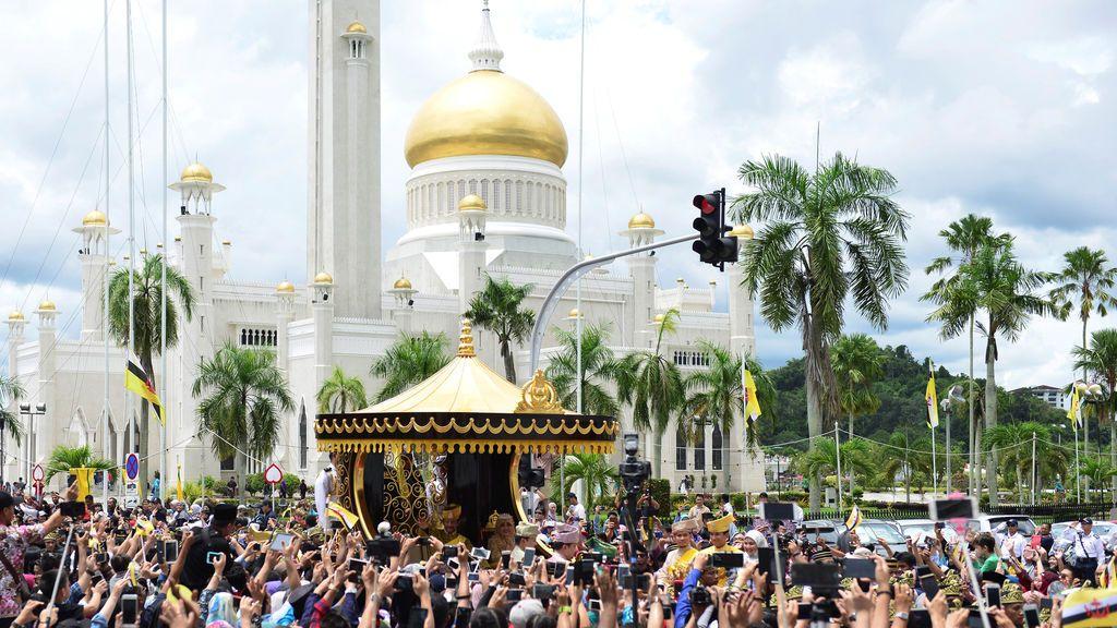 El sultán de Brunei celebra los 50 años en el trono