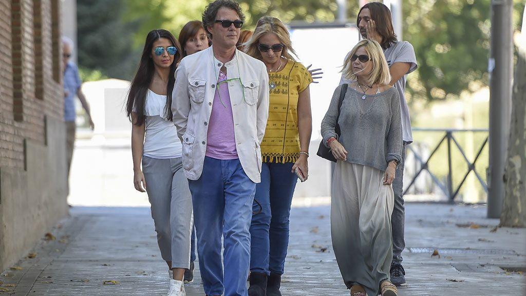 Mariola Orellana, Sara Verdasco, Eugenia Martínez de Irujo... Familiares y amigos de Antonio Carmona le apoyan en el hospital