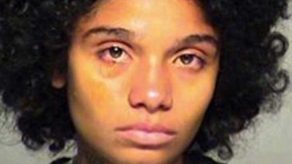 """Mata a su hijo de cuatro años quemándolo en la bañera porque era un """"caníbal"""""""