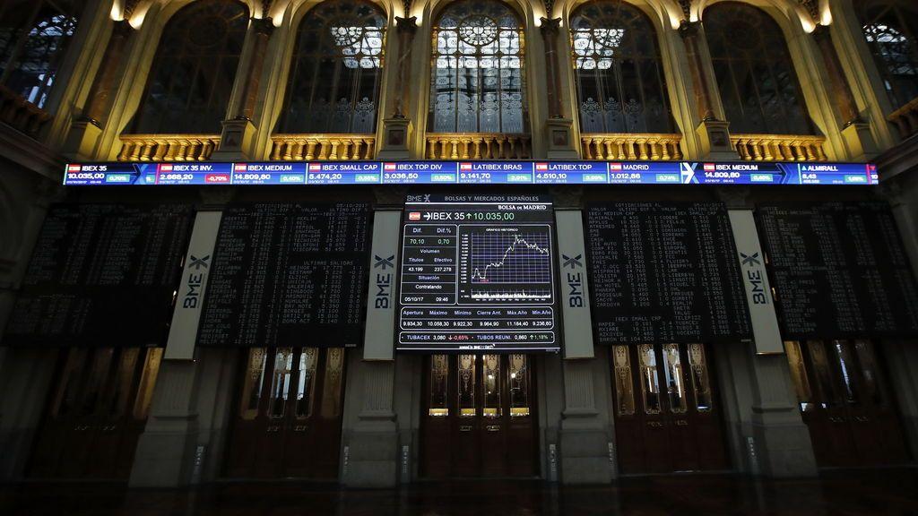 El Ibex 35 cae un 0,16% en la apertura y resiste cerca de los 10.200, con Sabadell y Caixabank al alza