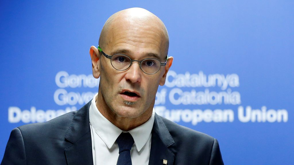 Romeva afirma que el Parlament se reunirá el lunes, pese a la suspensión del TC