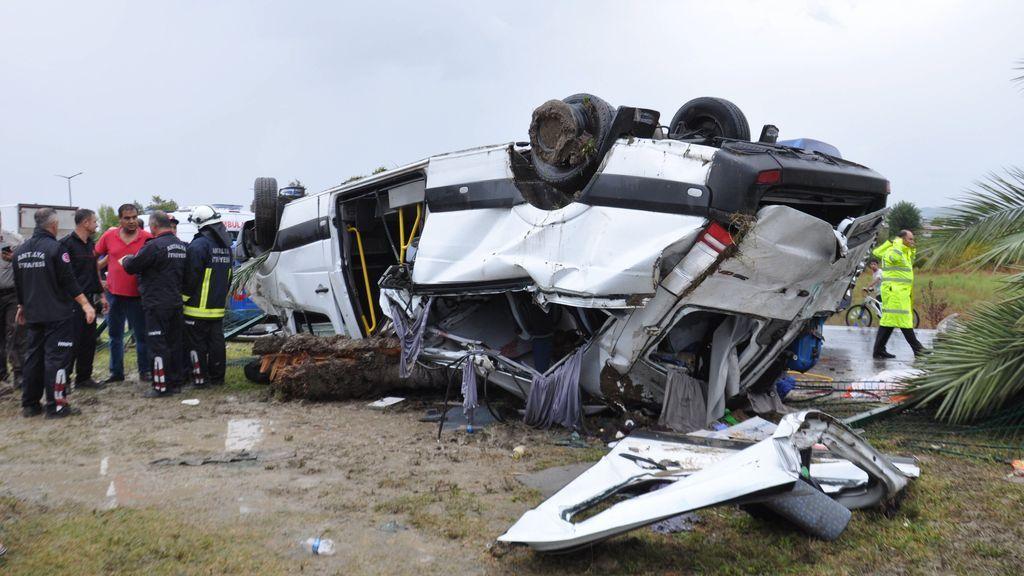 Tres muertos y diez heridos al estrellarse un autobús de turistas en Turquía
