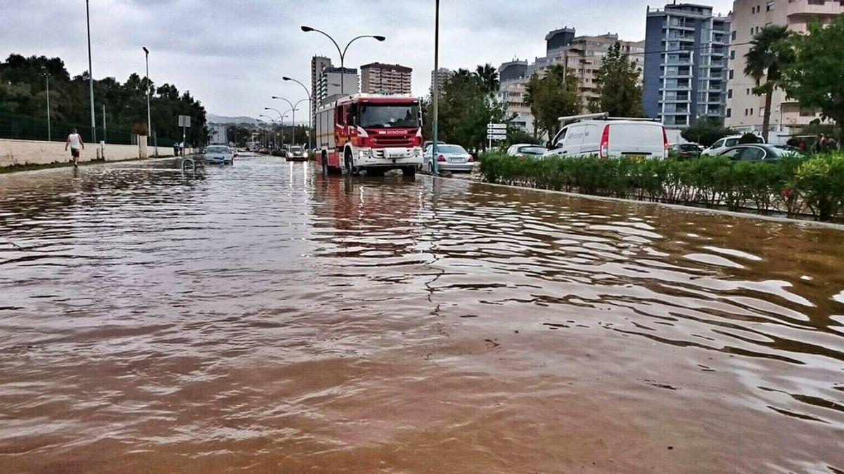 Las inundaciones por lluvias en Calpe y Benidorm dejan personas atrapadas en vehículos