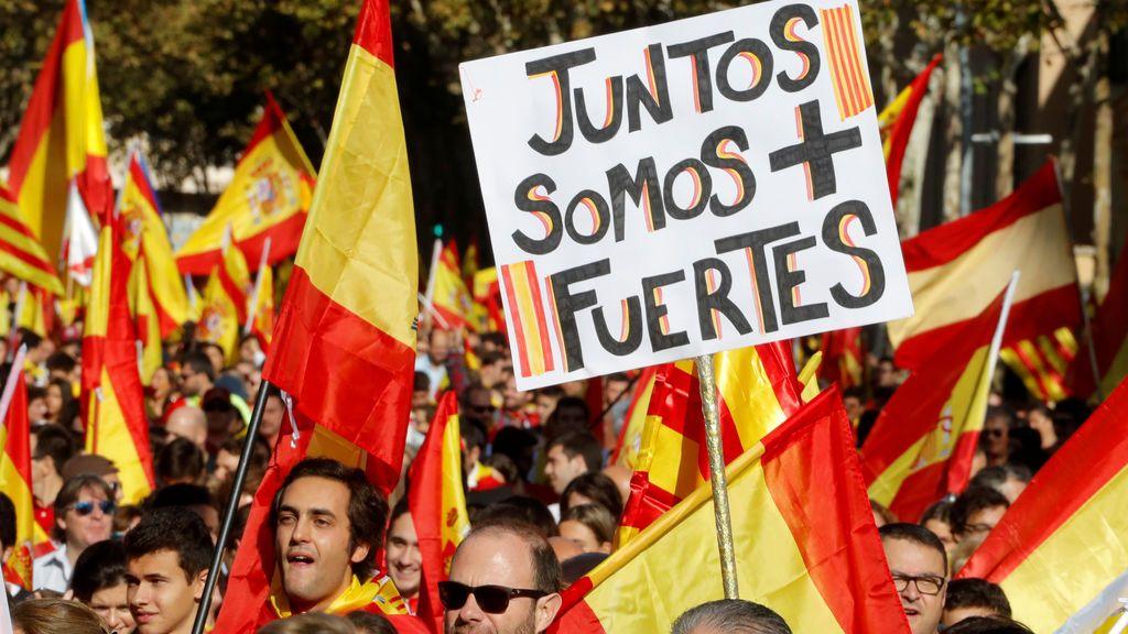 """La Plaza Urquinaona de Barcelona se llena de catalanes que """"ya no tienen miedo"""""""