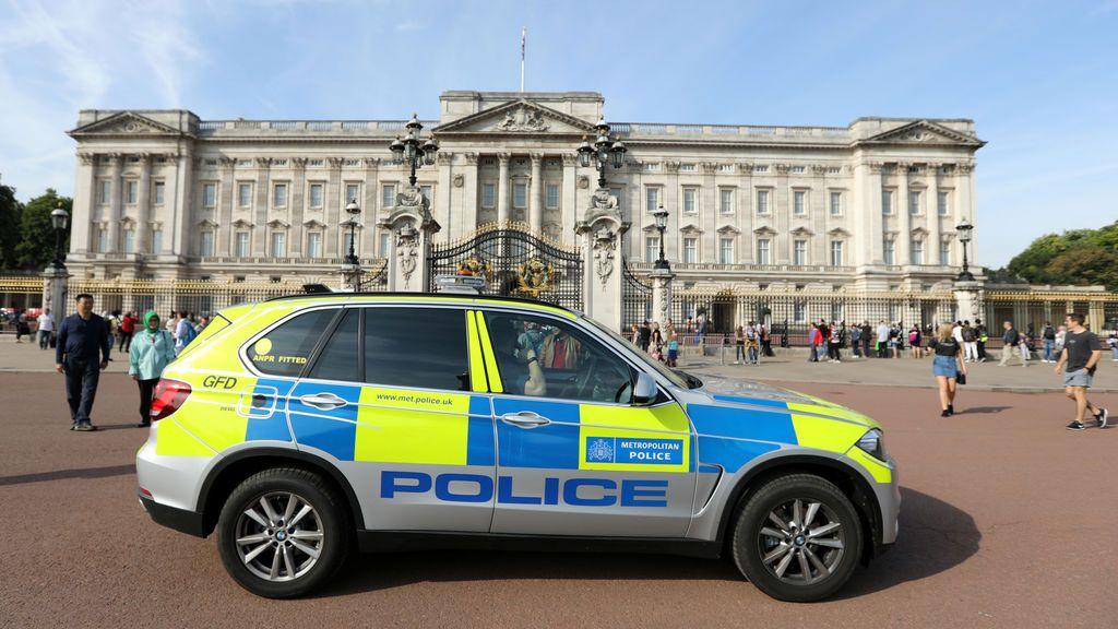 Detenida una mujer que intentaba saltar la puerta del Palacio de Buckingham