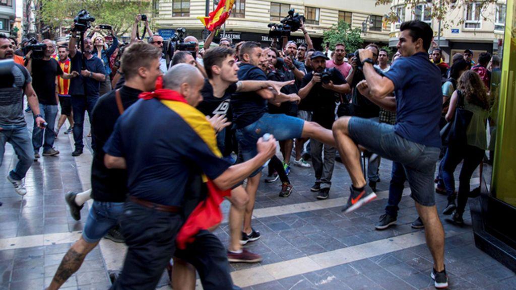 Ultraderechistas provocan violentos enfrentamientos en Valencia